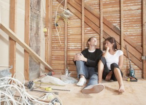 Как выровнять стены в деревянном доме?