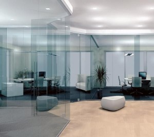 Стеклянные офисные перегородки: их виды и особенности