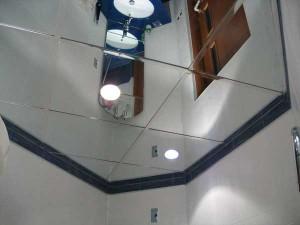 Особенности зеркального потолка