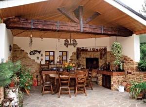 Дачный участок с летней кухней