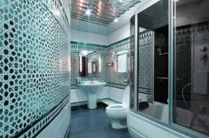 Стоит ли вообще совмещать ванную комнату вместе с туалетом?